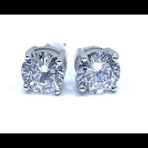 Jewelry - Classic Sparkling Stud Earrings
